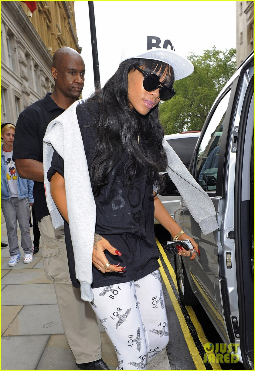 rihanna back to barbados following grandmas death 03
