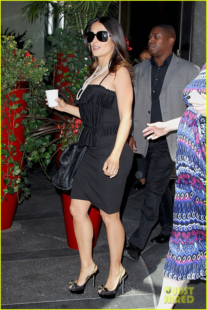 salma hayek coffee break nyc 04