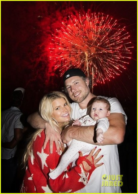 jessica simpson celebrates july 4th with baby maxwell