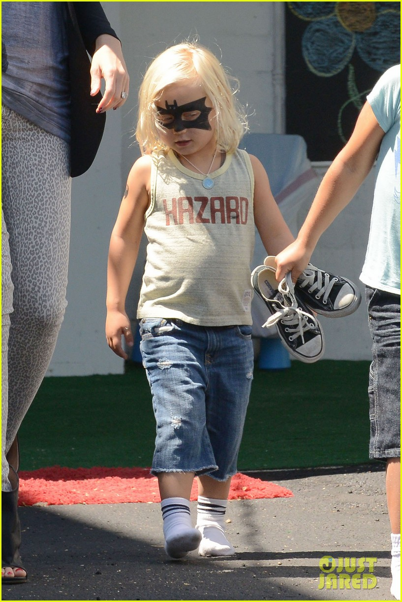 gwen stefani errands with boys 02