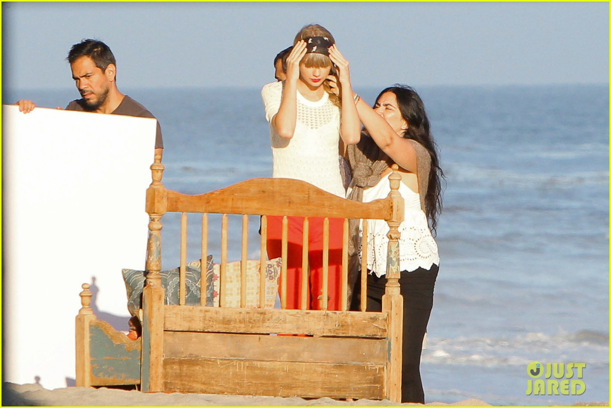 taylor swift beach photo shoot 042691754