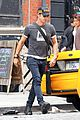justin theroux hailing a cab 09