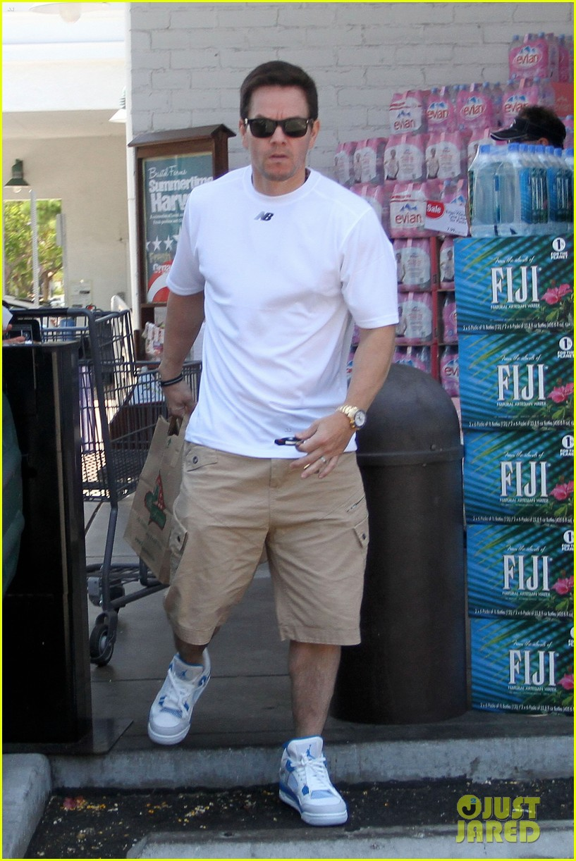 mark wahlberg out with ella rae 06