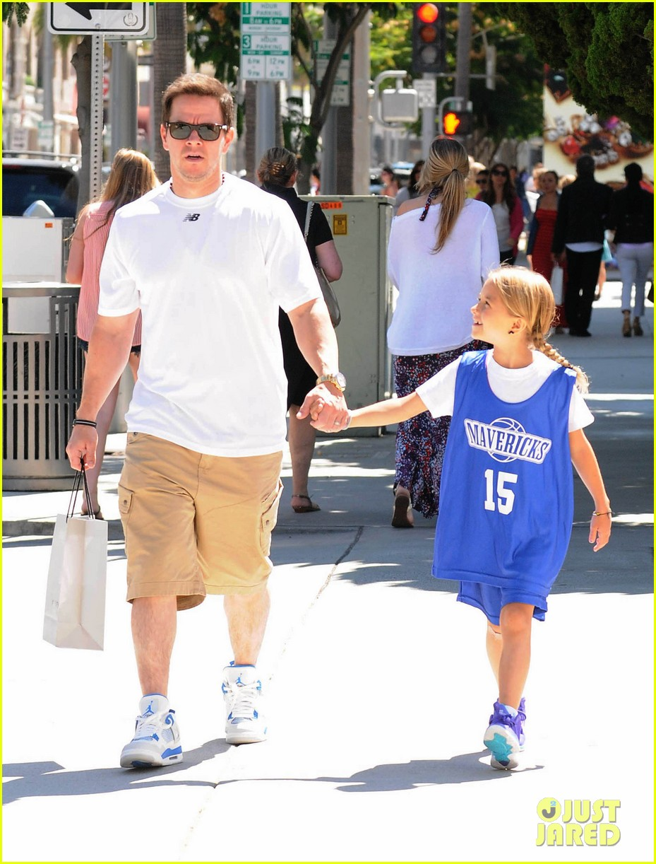 mark wahlberg out with ella rae 11