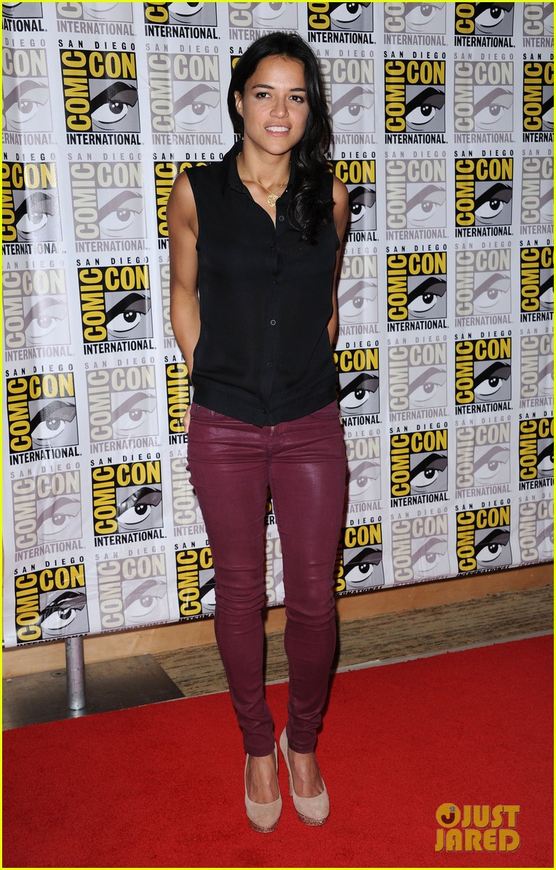 kerry washington milla jovovich comic con panels 032687657