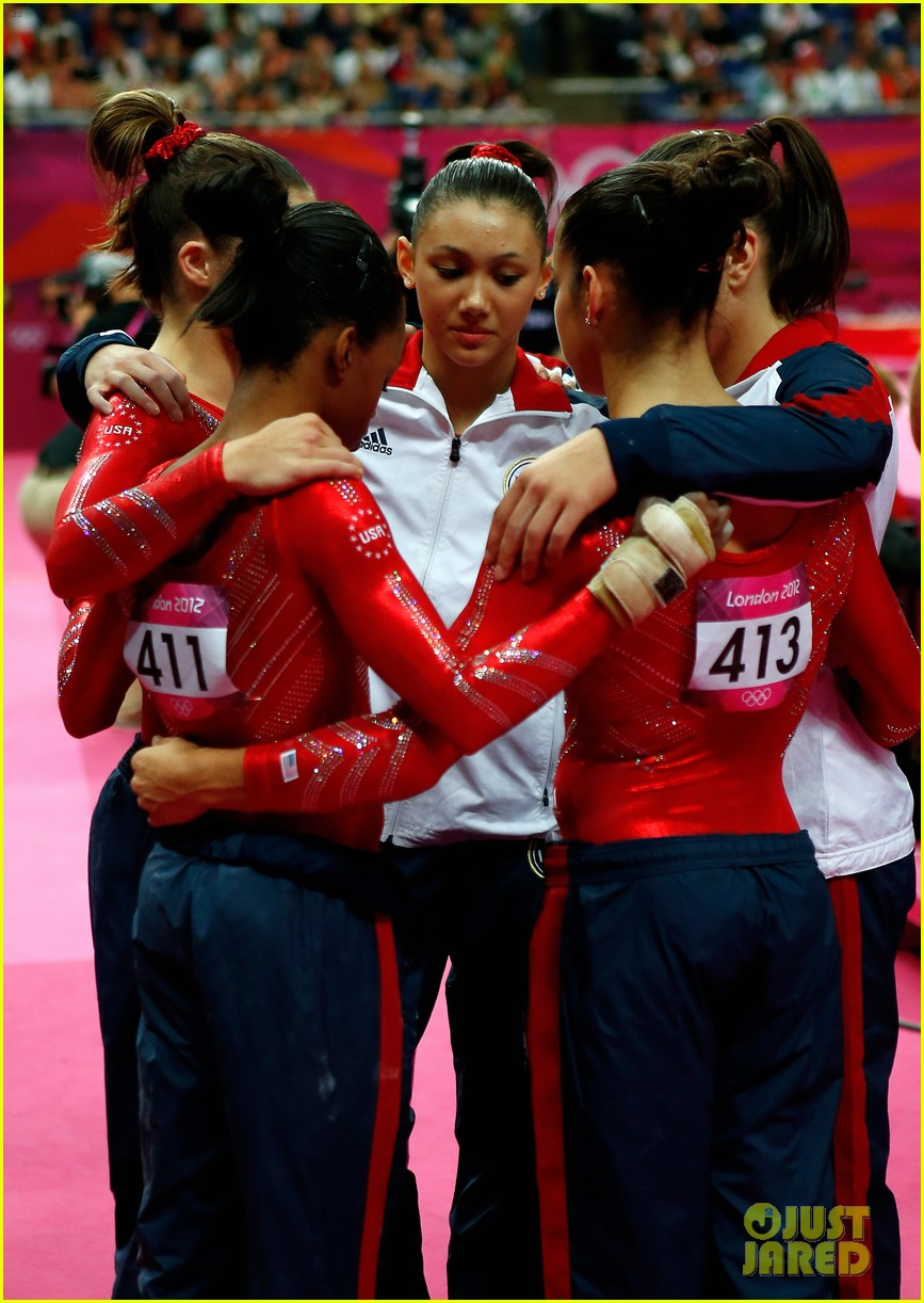 us womens gymnastics team wins gold medal 04