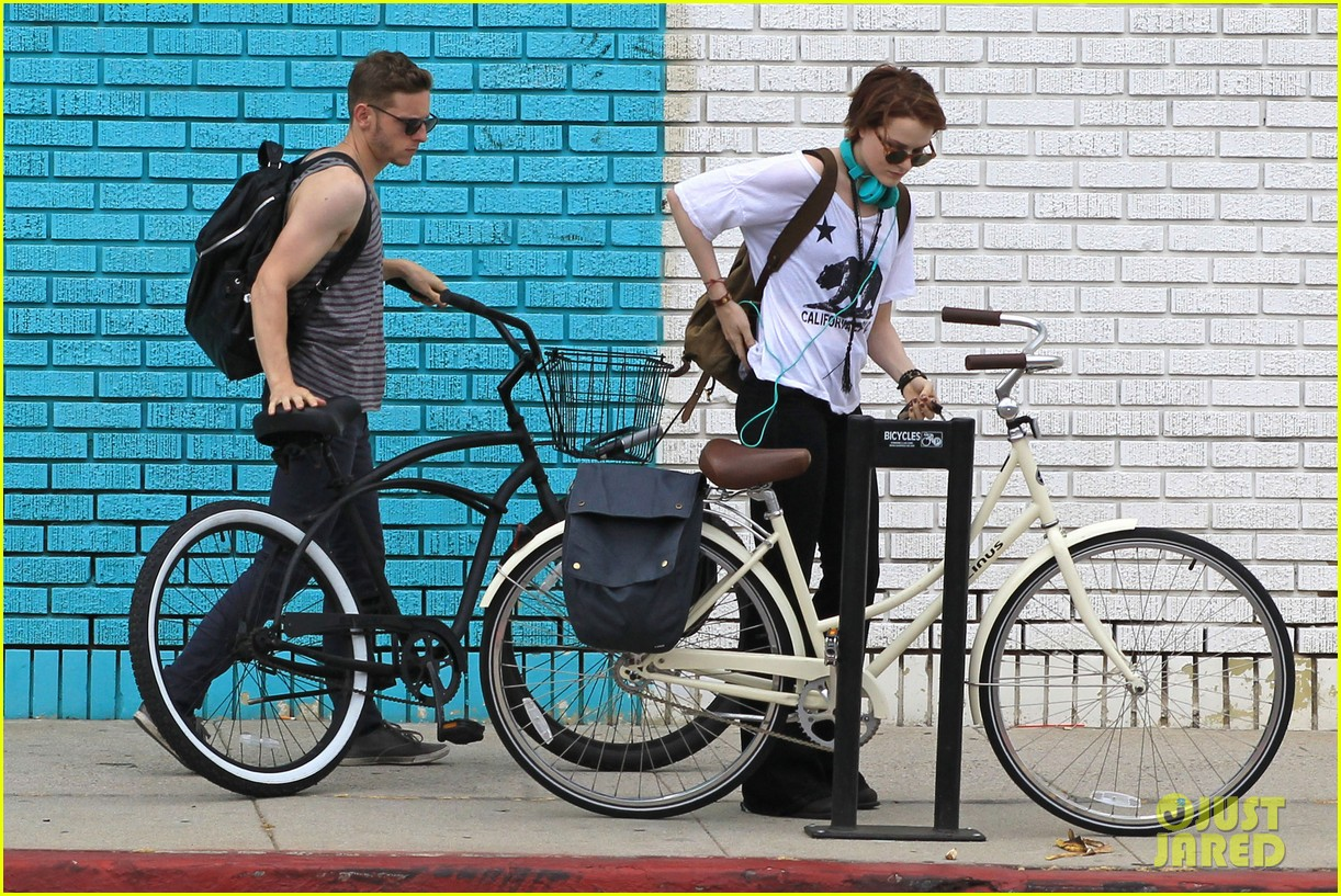 evan rachel wood biking jamie bell 04