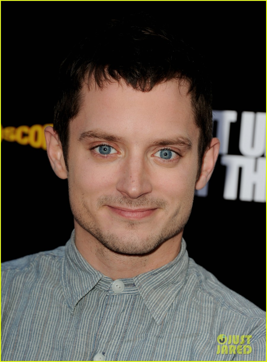 elijah wood talks wilfred season two finale 02