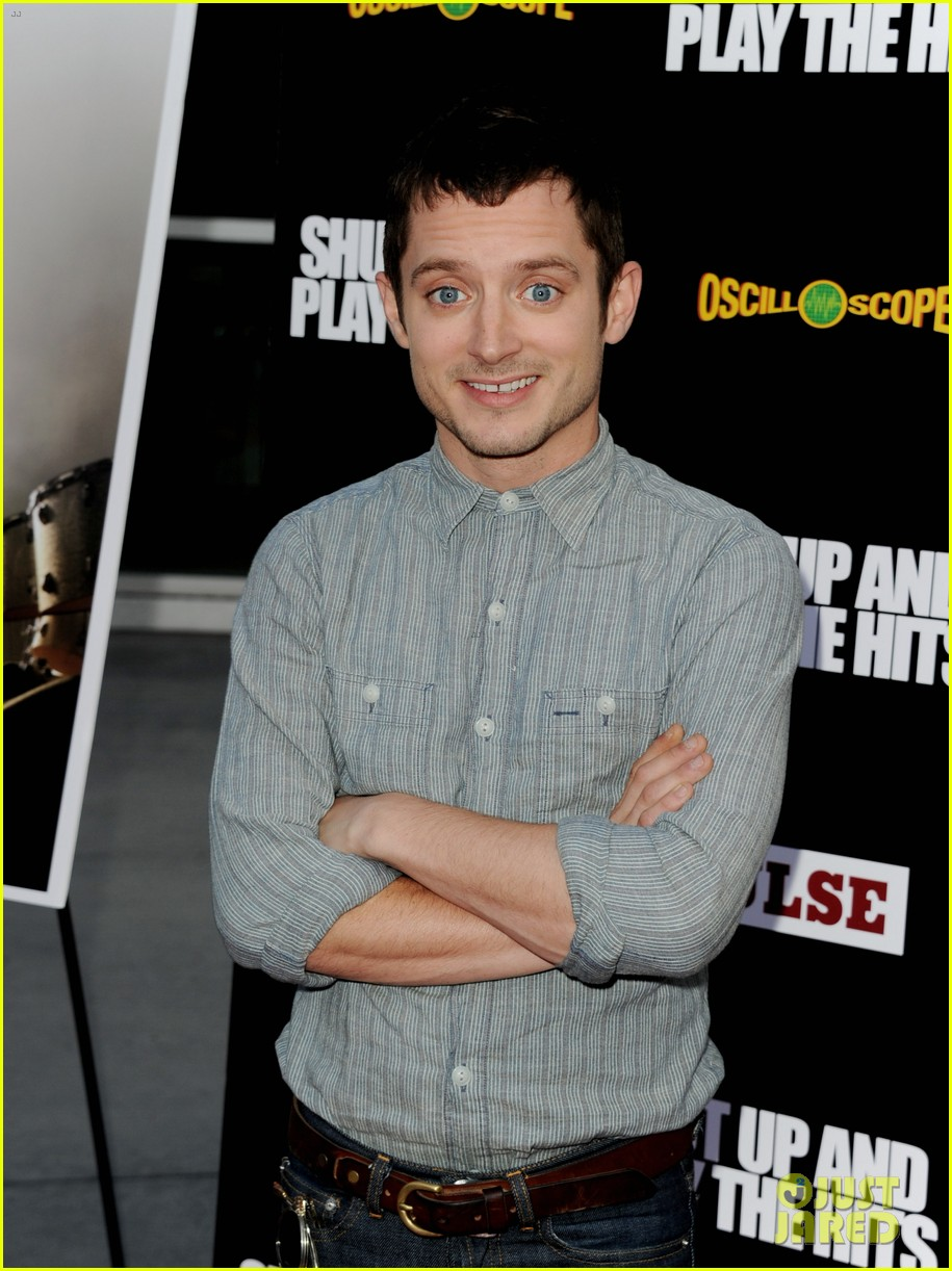 elijah wood talks wilfred season two finale 03