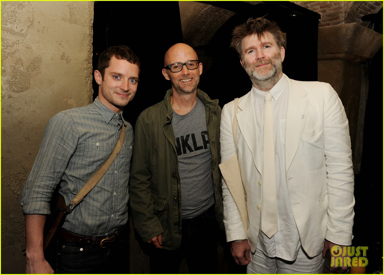 elijah wood talks wilfred season two finale 10