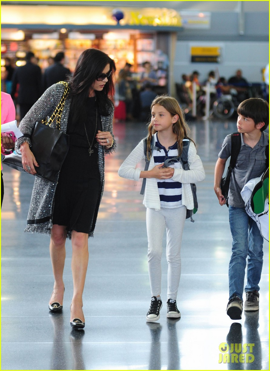 catherine zeta jones new york arrival with carys dylan 06