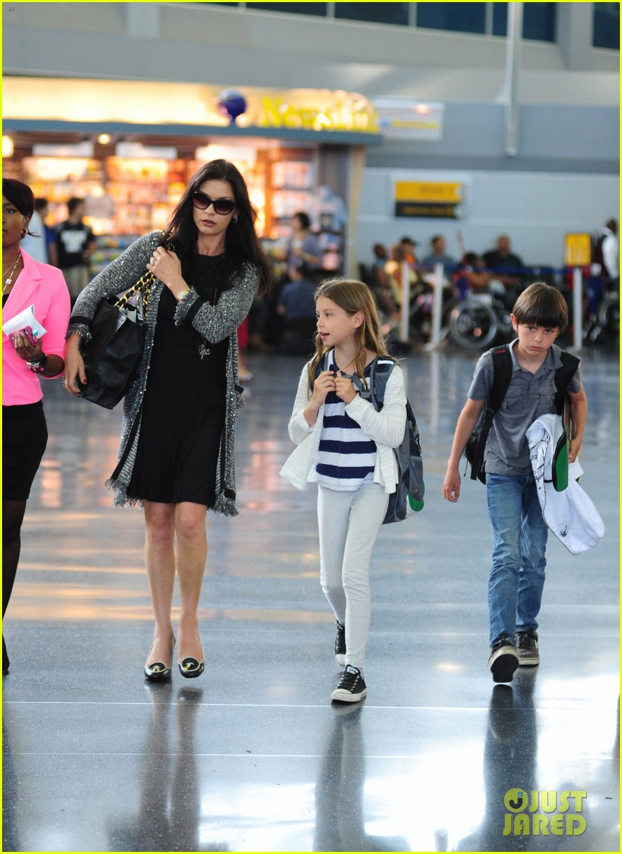 catherine zeta jones new york arrival with carys dylan 08