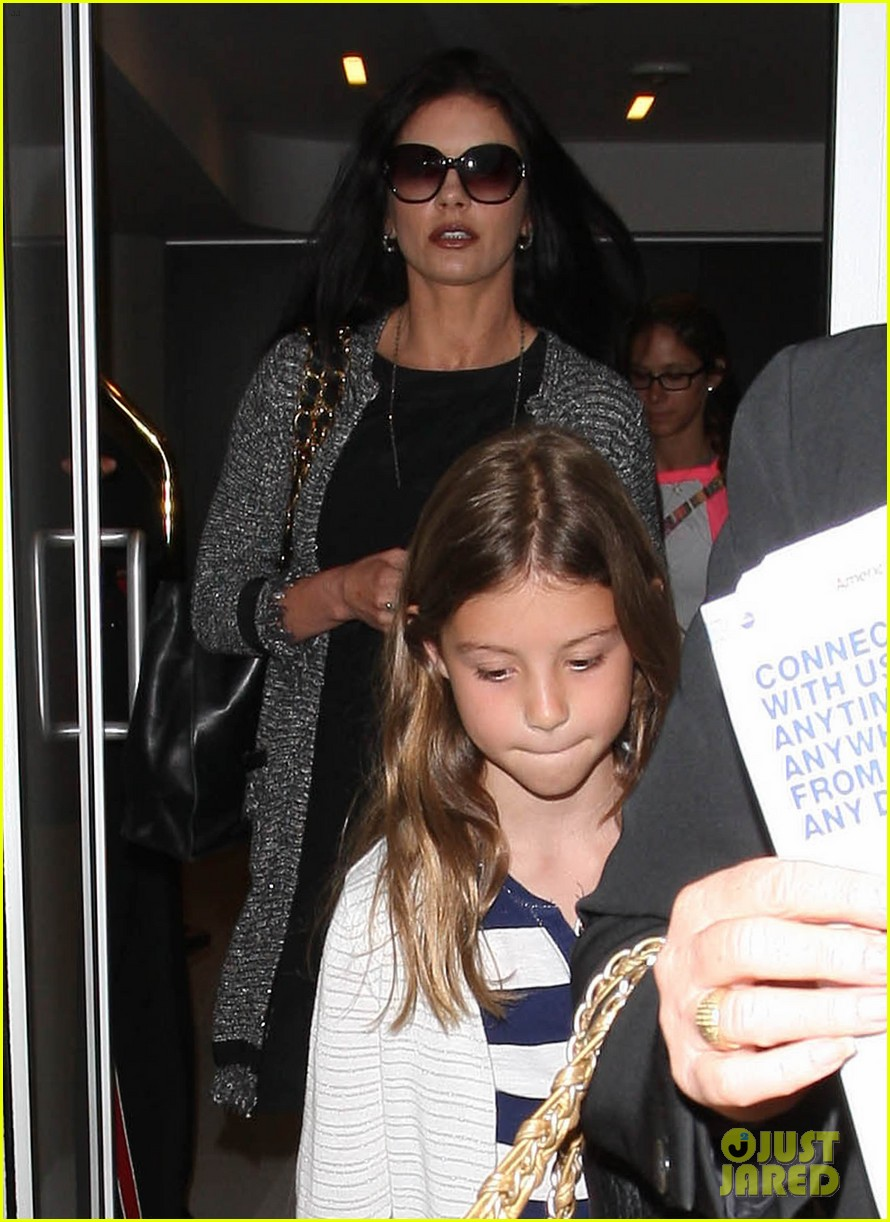 catherine zeta jones new york arrival with carys dylan 16