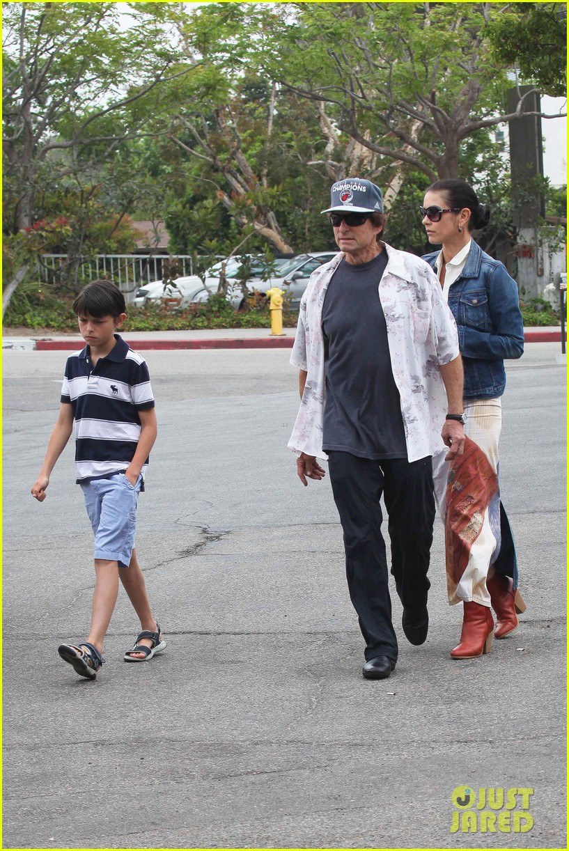 catherine zeta jones lunch with michael and dylan 06