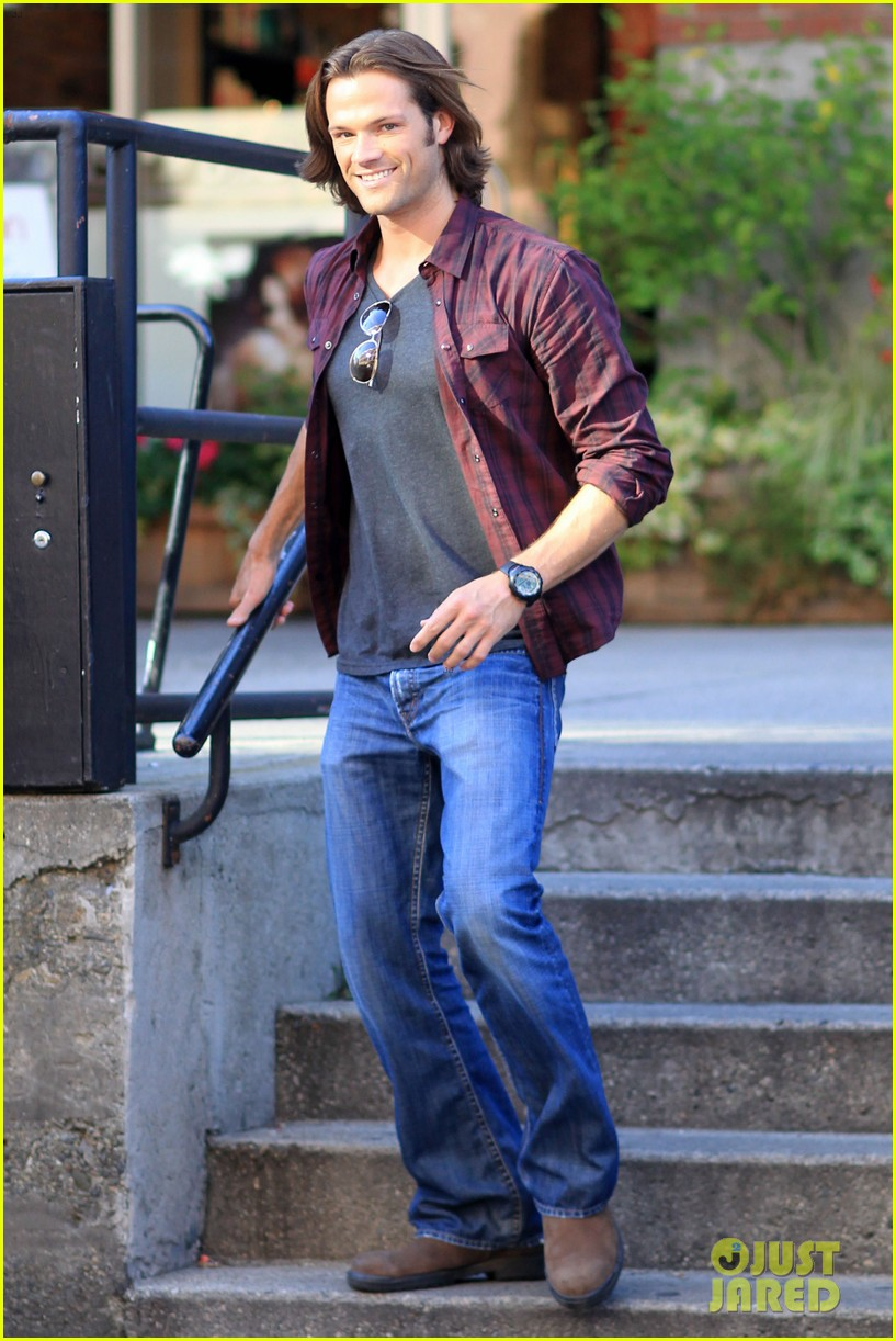 jared padalecki jensen ackles double date in vancouver 012695371