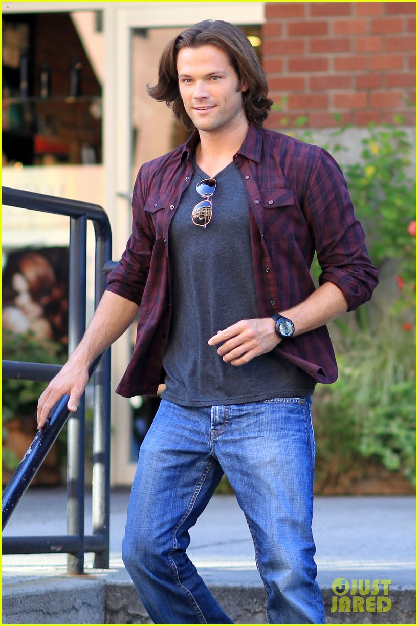 jared padalecki jensen ackles double date in vancouver 022695372