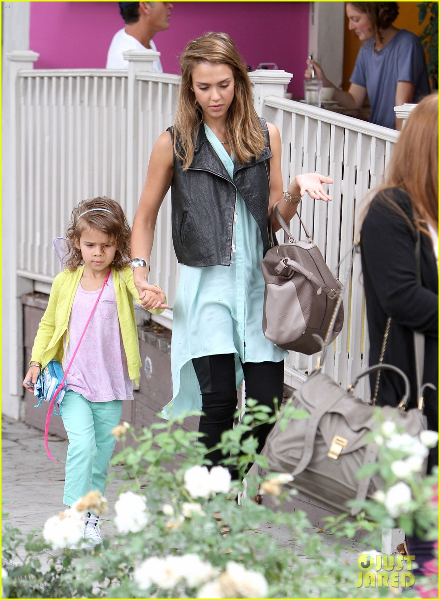 jessica alba lunch with honor 08