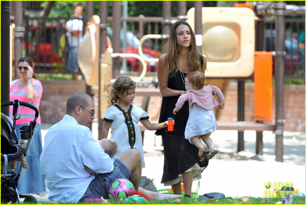 jessica alba park playtime with the family 38
