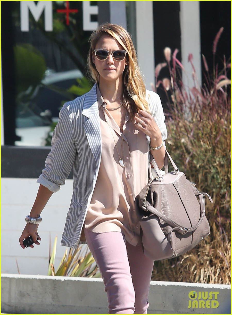 jessica alba shopping beverly hills 13