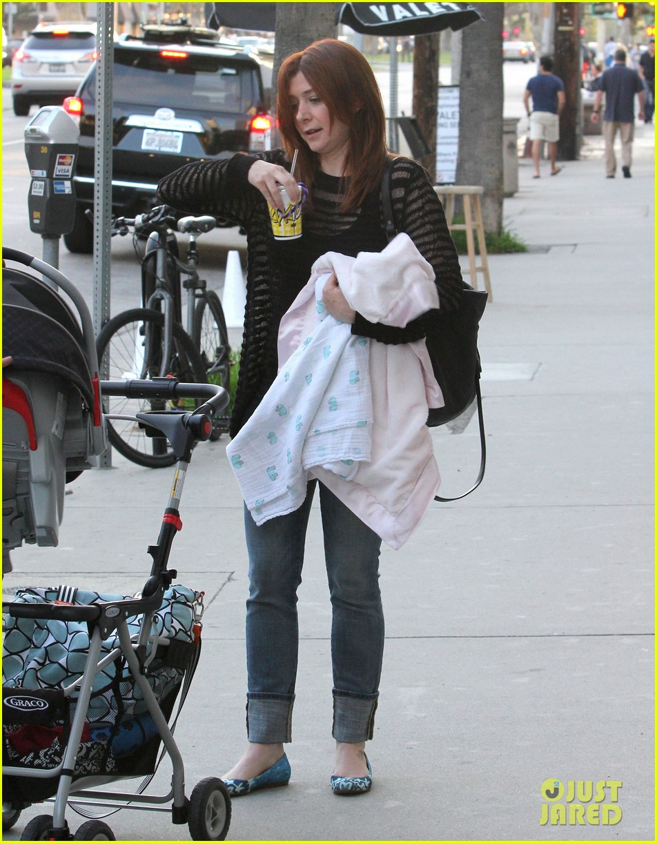alyson hannigan mckayla maroney visits himym set 16