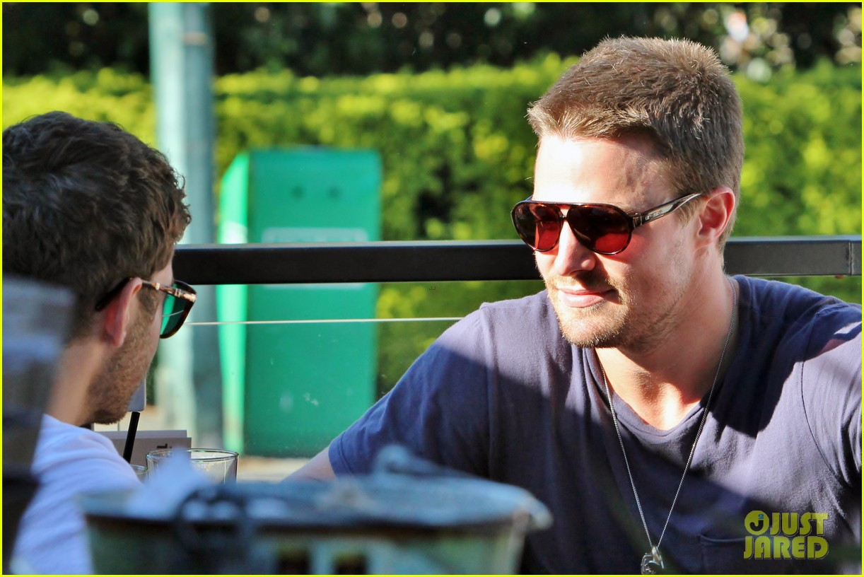 stephen amell monday bonding with willa holland 072698055