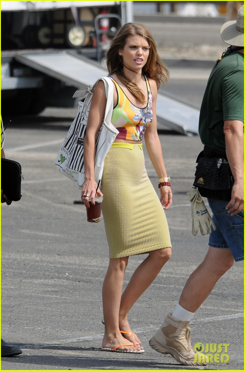 annalynne mccord 90210 cast on set 09