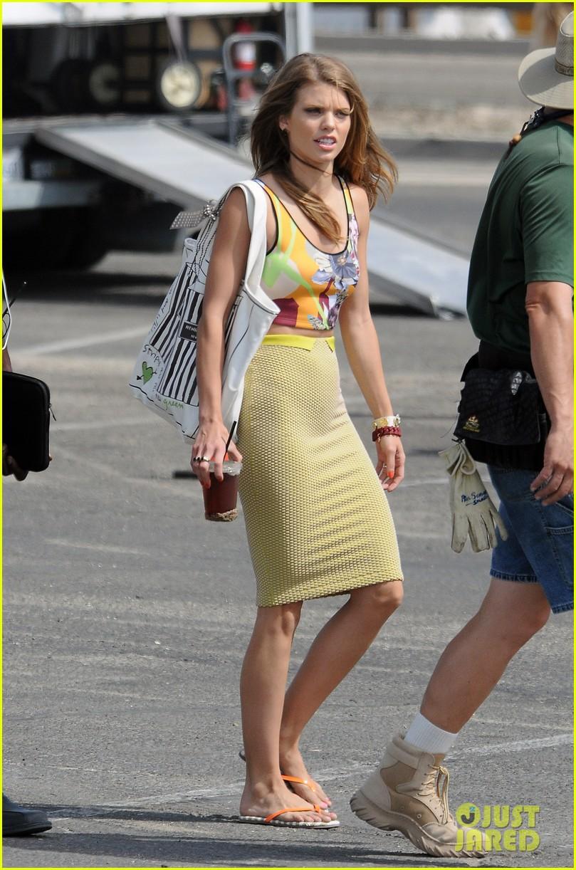 annalynne mccord 90210 cast on set 09