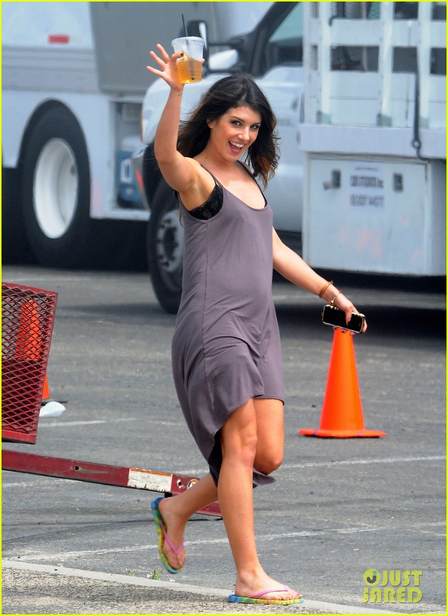 annalynne mccord 90210 cast on set 12