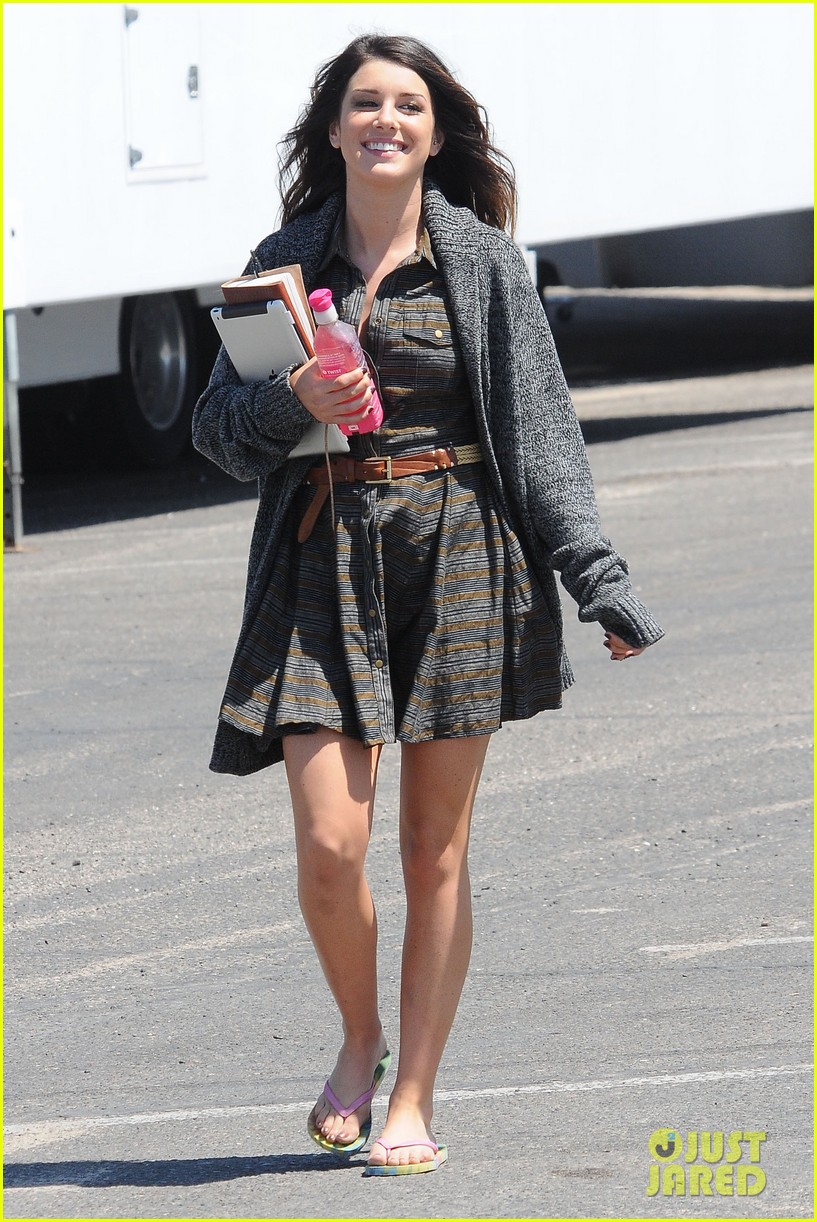 annalynne mccord 90210 cast on set 14