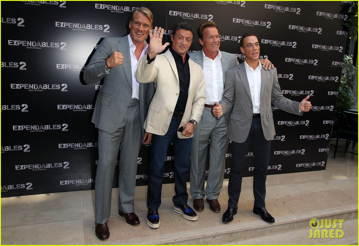 arnold schwarzenegger sylvester stallon expendables 2 paris photo call 03