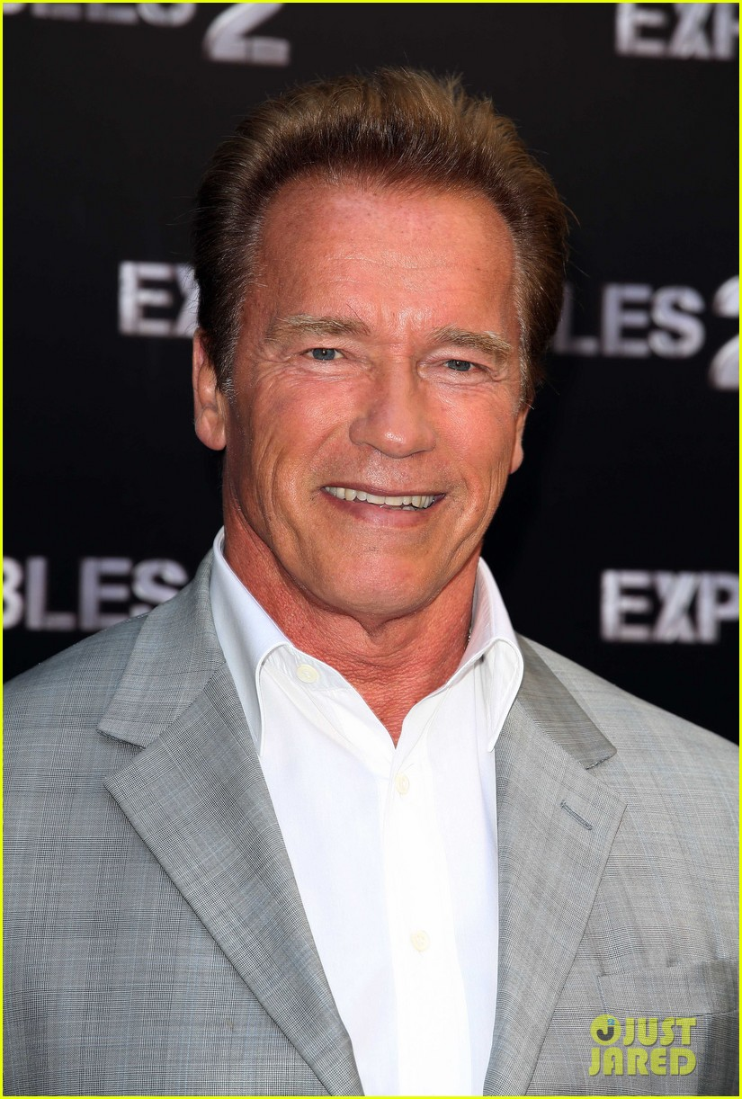 arnold schwarzenegger sylvester stallon expendables 2 paris photo call 05