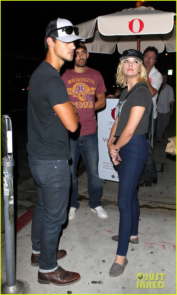 taylor lautner ashley benson red o dinner duo 05