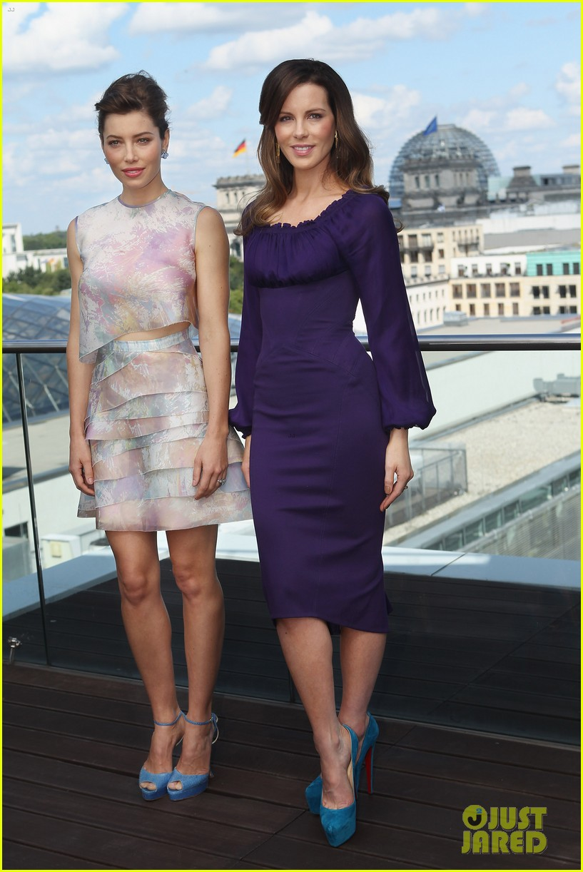 jessica biel kate beckinsale total recall berlin photo call 01