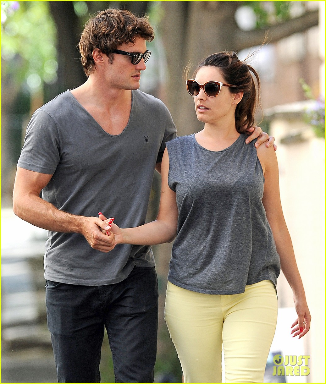 kelly brook thom evans london pub pair 08