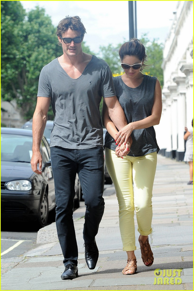 kelly brook thom evans london pub pair 212704628