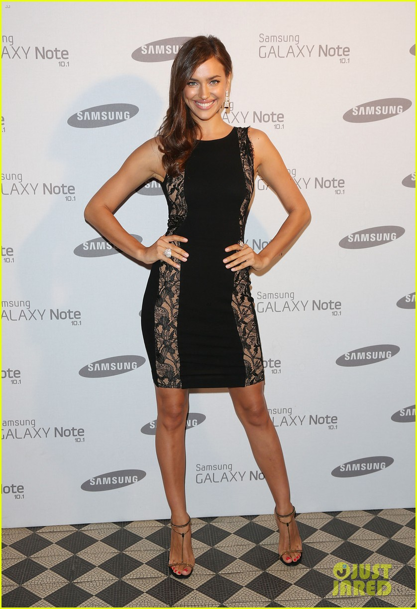 kelly brook irina shayk samsung launch in london 01