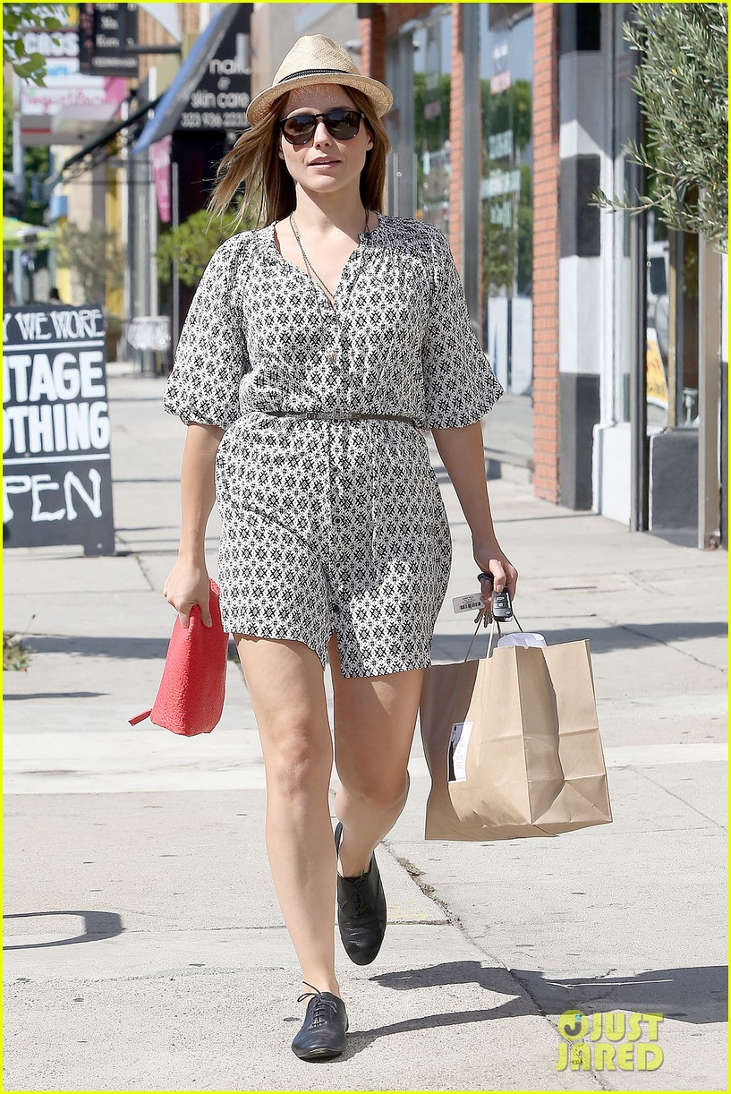 Sophia Bush goes vintage shopping, in Beverly Hills, CA. - 25.8. Sophia-bush-remembering-the-way-we-wore-05