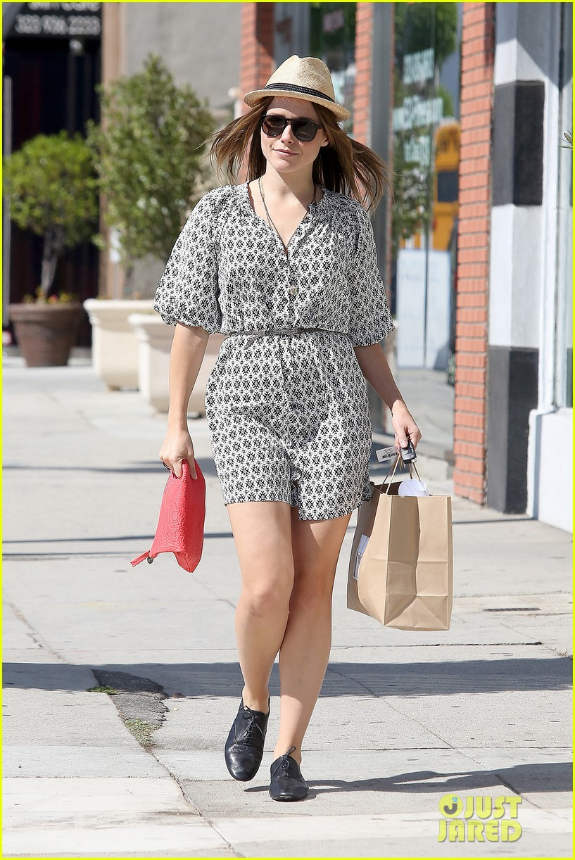 Sophia Bush goes vintage shopping, in Beverly Hills, CA. - 25.8. Sophia-bush-remembering-the-way-we-wore-06