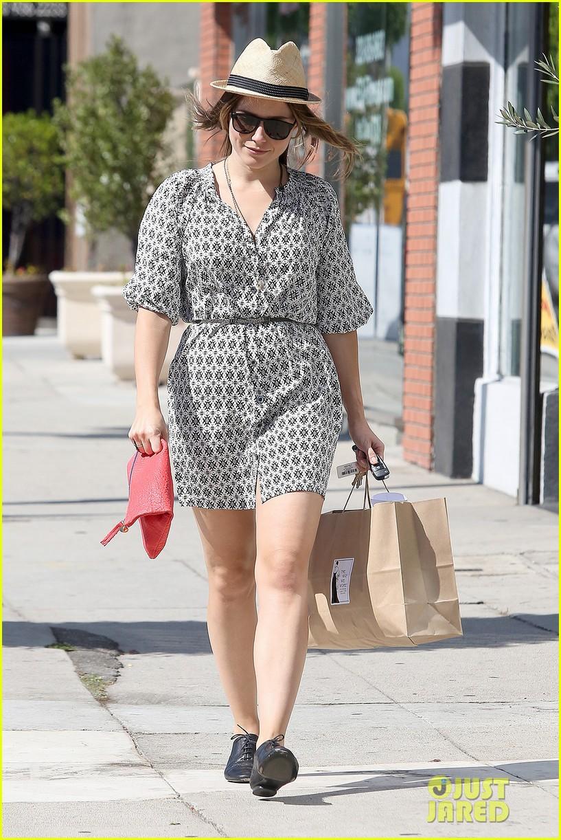 Sophia Bush goes vintage shopping, in Beverly Hills, CA. - 25.8. Sophia-bush-remembering-the-way-we-wore-07