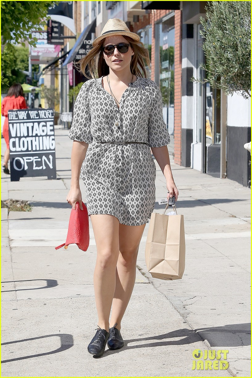 Sophia Bush goes vintage shopping, in Beverly Hills, CA. - 25.8. Sophia-bush-remembering-the-way-we-wore-10