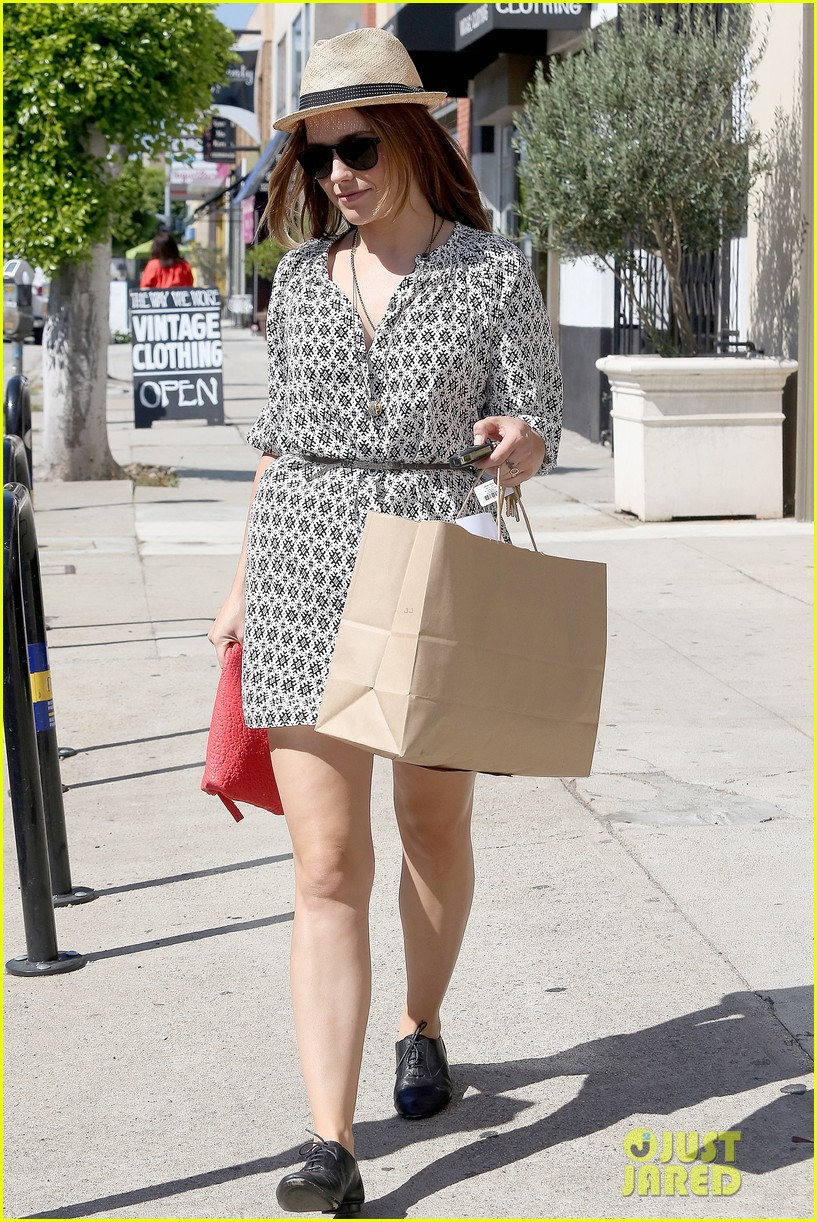 Sophia Bush goes vintage shopping, in Beverly Hills, CA. - 25.8. Sophia-bush-remembering-the-way-we-wore-13