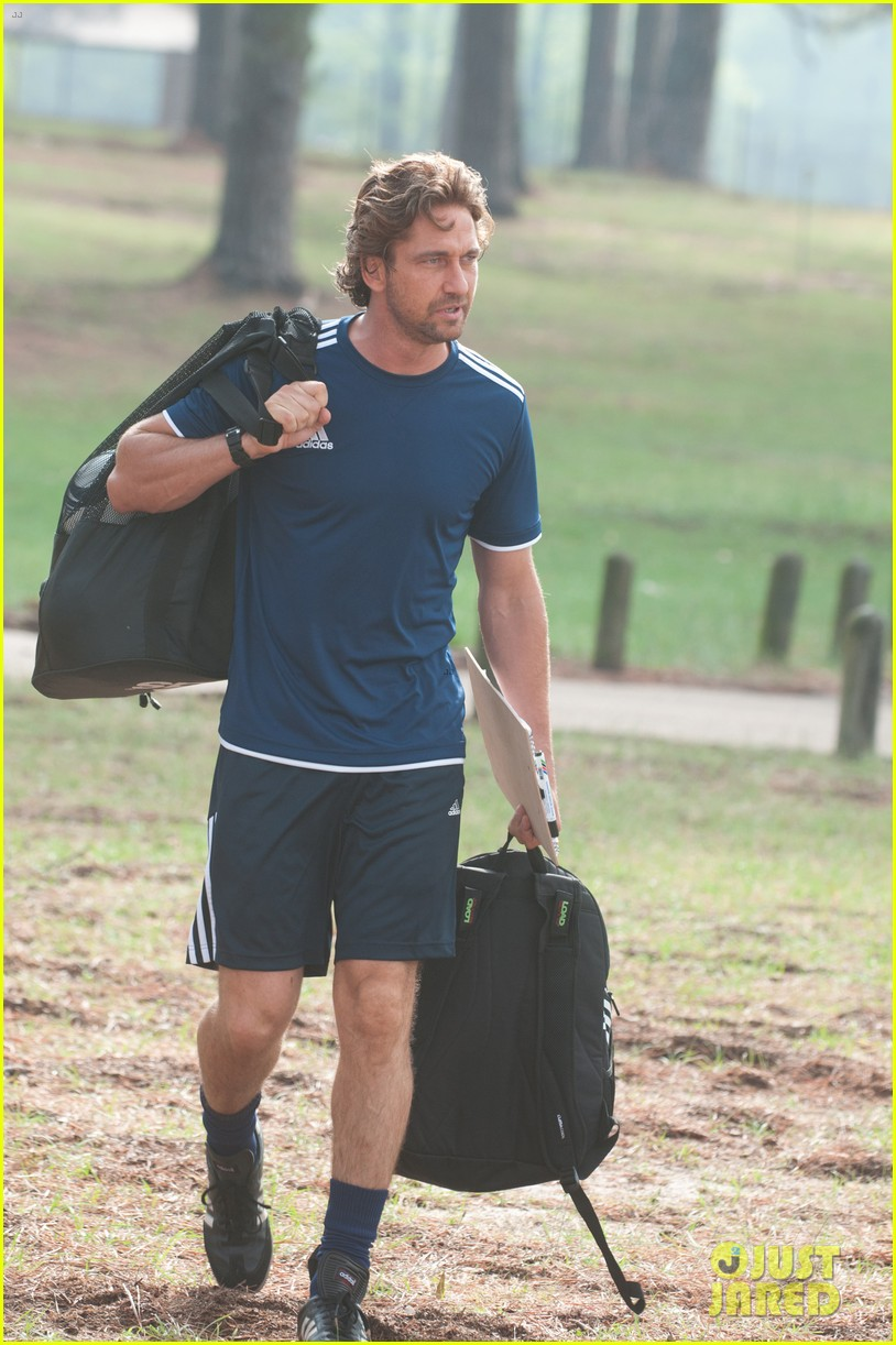 gerard butler playing for keeps trailer poster stills 022700527