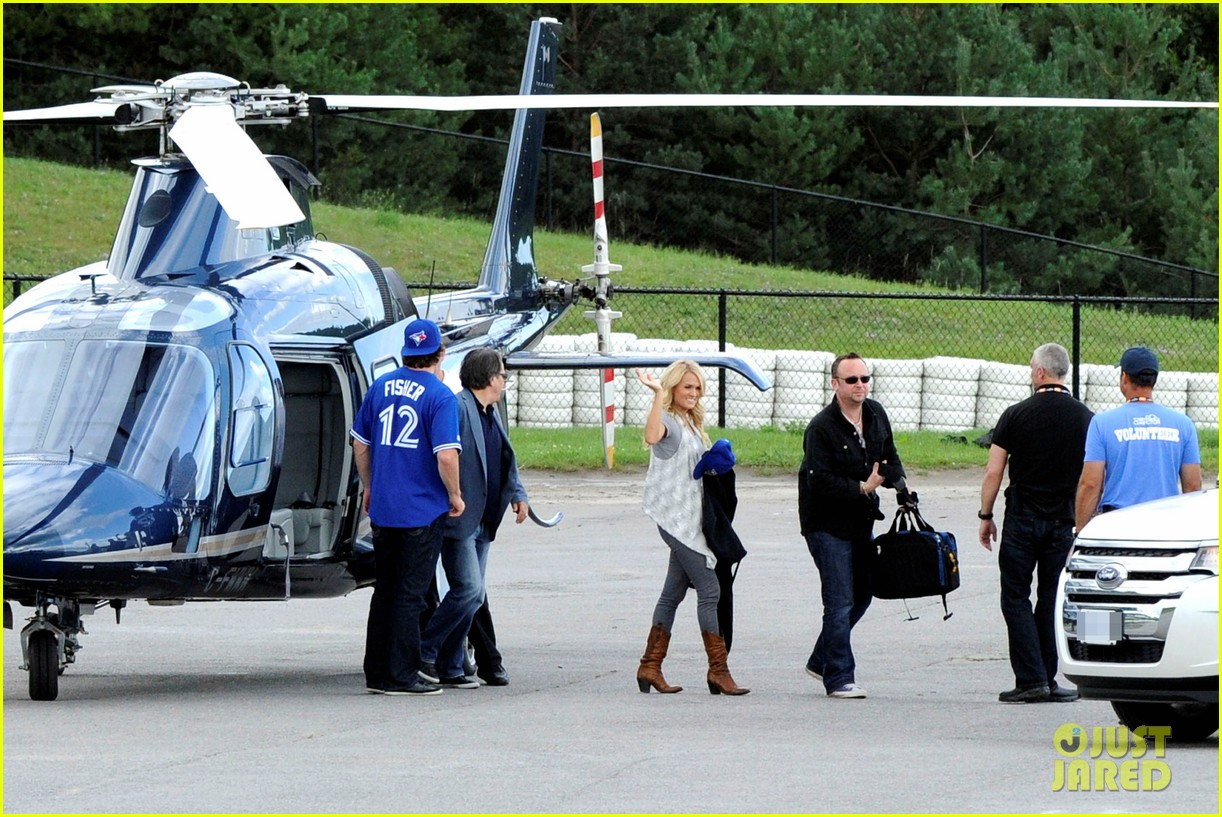 carrie underwood helicopter 05