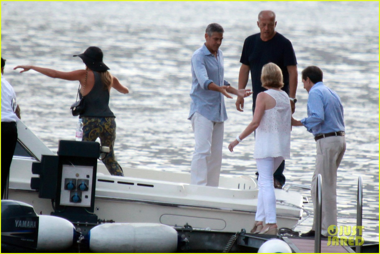 george clooney stacy keibler lake como boat ride 09
