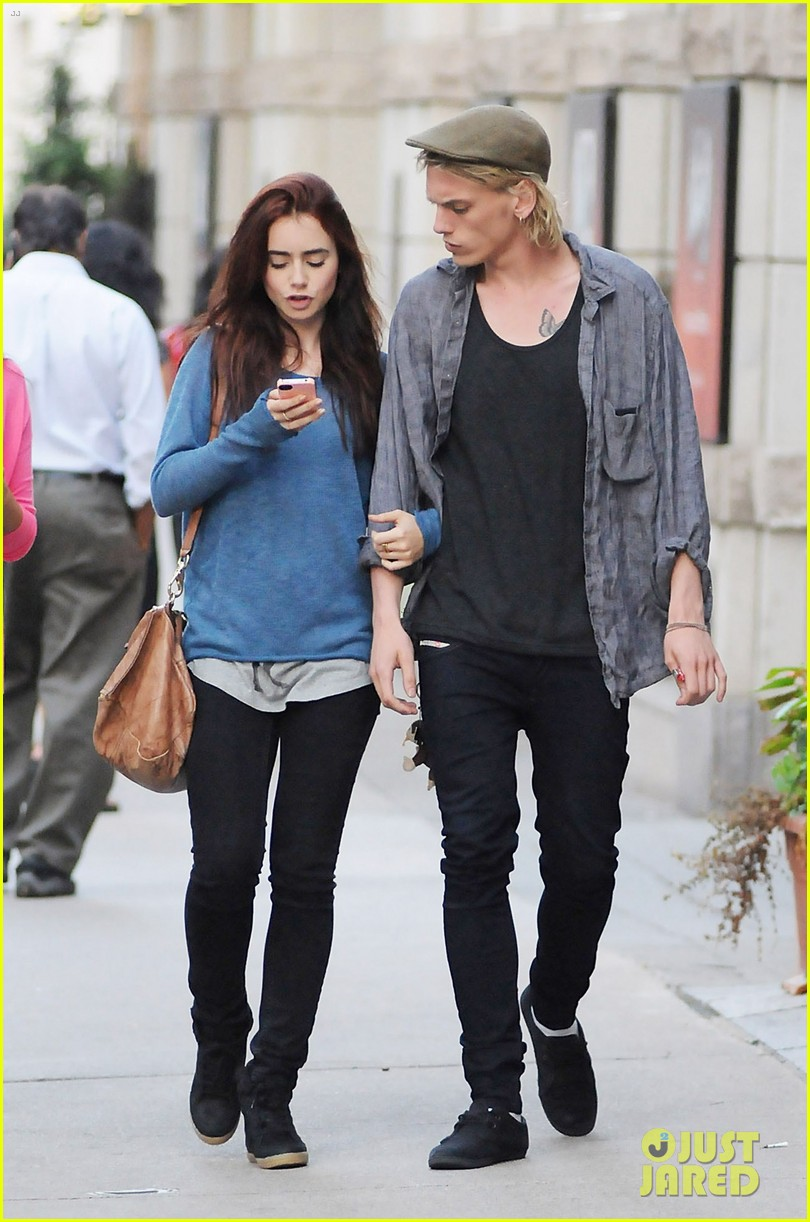 lily collins jamie campbell bower yoco froyo lovers 01