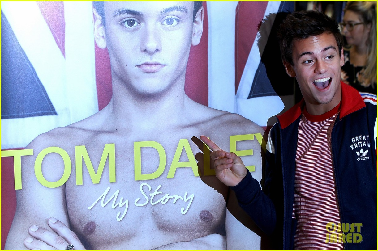 tom daley book signing 11