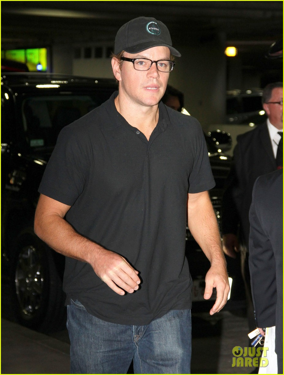 matt damon takes family flight 02