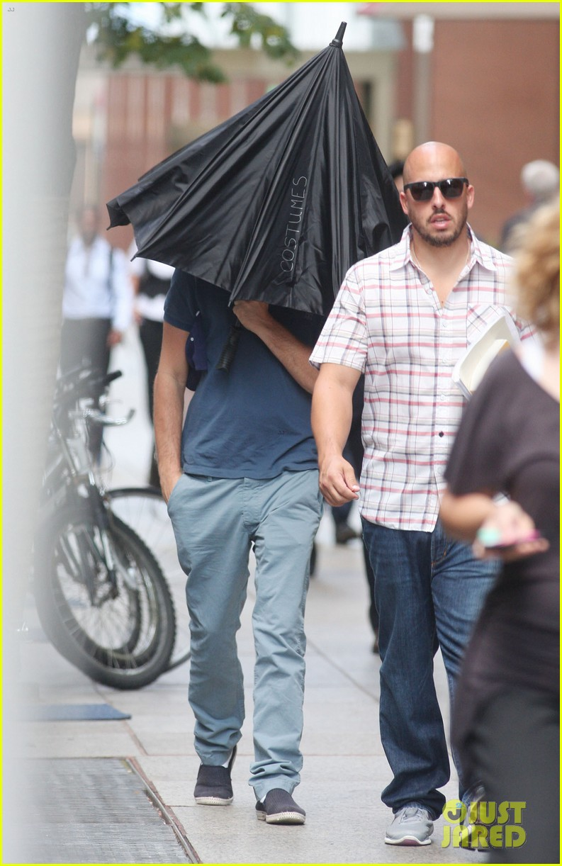 leonardo dicaprio hides under umbrella on wolf set 09
