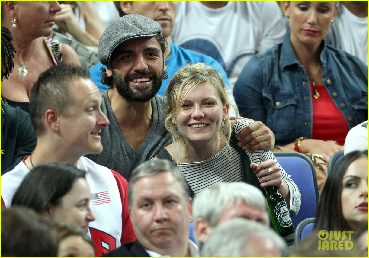 kirsten dunst oscar isaac london olympics spectators 02