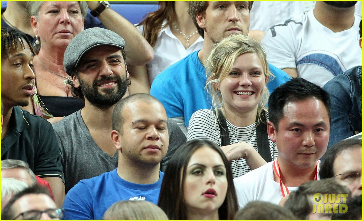 kirsten dunst oscar isaac london olympics spectators 05